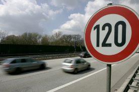 开车快和慢哪个更危险?老司机:快慢本身不危险,危险的是人