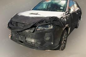荣威RX5 MAX轿跑路试谍照曝光,内饰采用连体悬浮式大屏