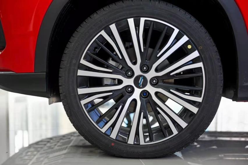 油耗低至6.2L!这款SUV可以靠颜值却把科技配置武装到牙齿