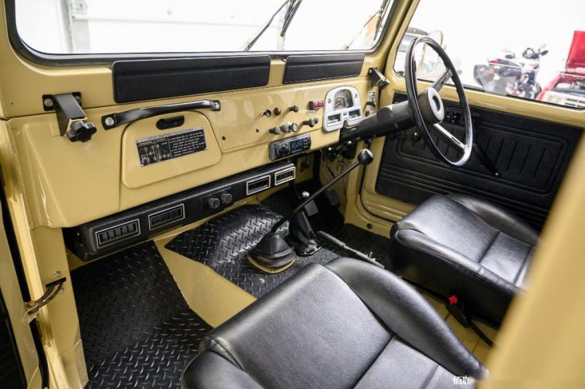 1980-toyota-land-cruiser-hj45-packs-modern-features-costs-more-than-a-lexus_7.jpg