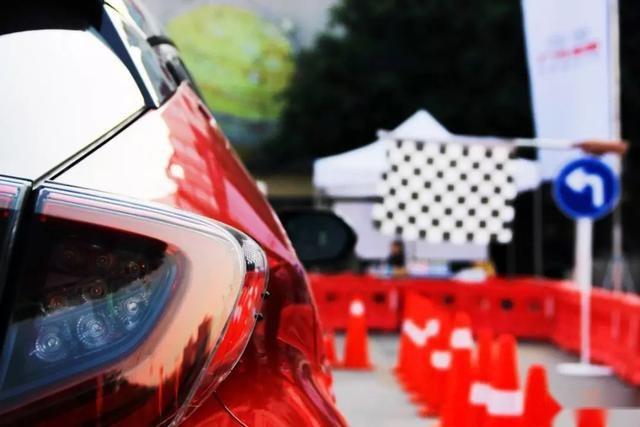 自带吸引力,自带流行,广汽丰田C-HR全国上演速度与激情