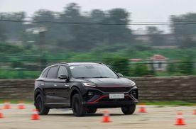 不仅是5G智能汽车 它居然还能挑战性能车 场地试驾R汽车MARVEL