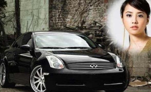 """《【华宇在线娱乐注册】身价百亿""""小天后""""40万的车开了8年》"""