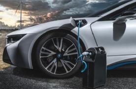 电动汽车由动力电池组给电机来进行供电,从而驱动车辆进行运转,