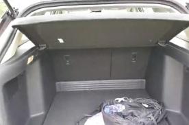 抢鲜看:东风风神奕炫GS,后备箱空间较大,无电动尾门