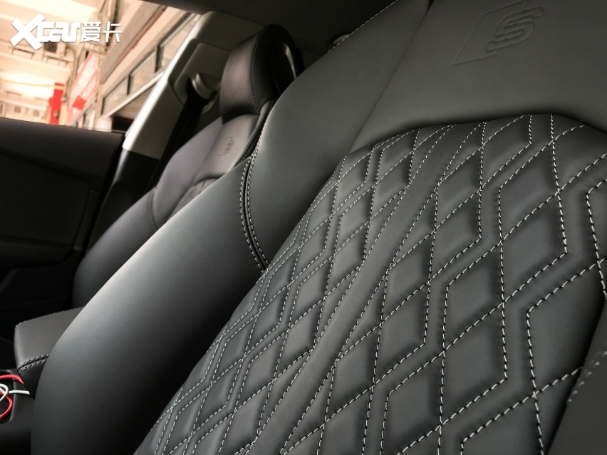 东莞奥迪A7升级改装新款S4座椅加RS7包围件套案例分享