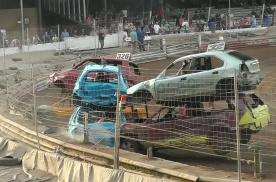 世界冷门汽车比赛系列(19)——连体车大赛