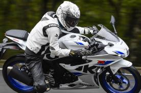 铃木GSX-R125入门摩托详解,单缸水冷最大15马力