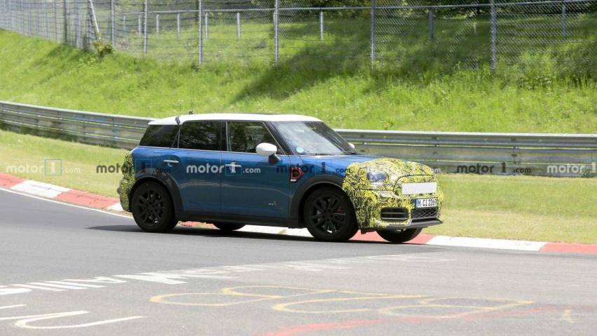 mini-countryman-spied-testing-at-the-nurburgring (1).jpg