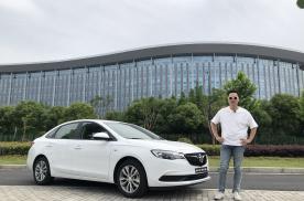 吴佩频道——10万块买车什么都想要,哪个品牌能满足你?