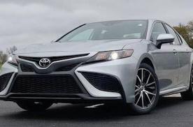 新款丰田凯美瑞海外实拍 新车提供三种动力系统