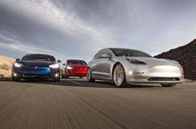 特斯拉Model S被18轮重卡撞烂,但却救了车主的命