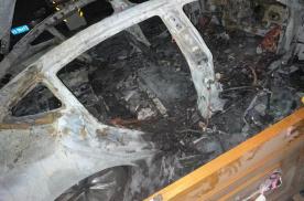 突发!一辆Model 3在上海闵行一小区车库自燃并爆炸
