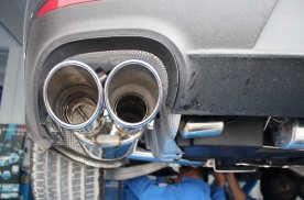 往排气筒里倒机油,老司机说这样做能防锈,真的是这样的吗?
