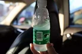 夏天车内的矿泉水能喝吗?网上伪理论太多,看瓶底这个字就能判断