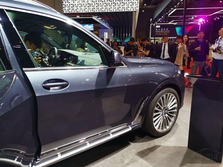 宝马X7亮相上海车展 全尺寸SUV史上最大
