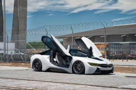 冷艳高姿态 BMW i8 碳陶刹车套件升级实战