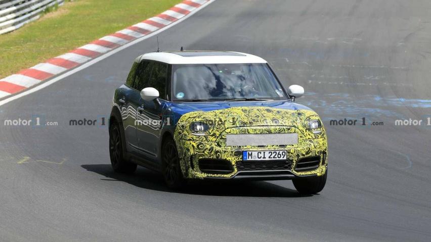 mini-countryman-spied-testing-at-the-nurburgring.jpg