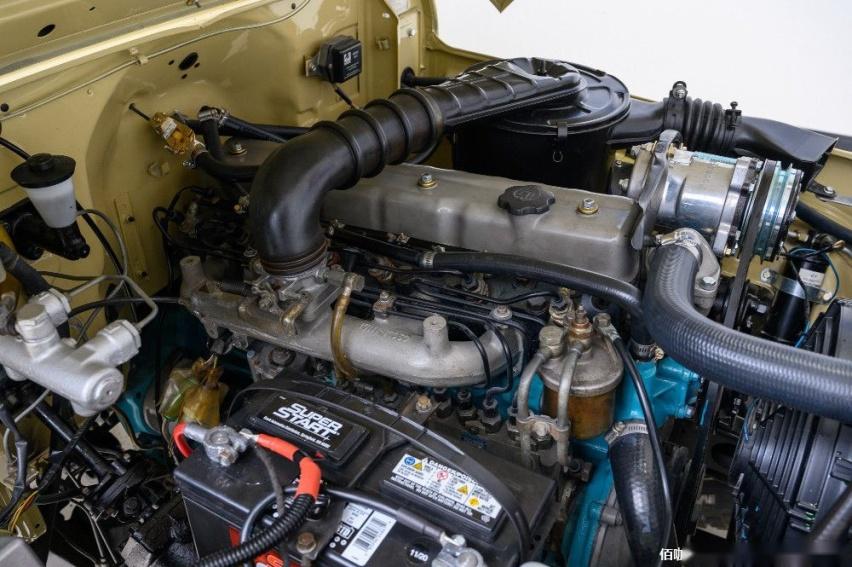 1980-toyota-land-cruiser-hj45-packs-modern-features-costs-more-than-a-lexus_9.jpg