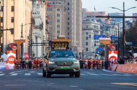 不停跑 不停电 沃尔沃XC40 纯电版领跑上海马拉松