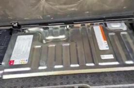 抢鲜看:斯巴鲁森林人后备箱,电池与补胎液存放便利