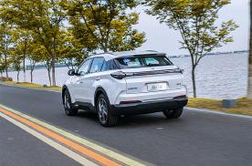 哪吒U试驾初体验,为何一款电动车会开出燃油车的感觉?