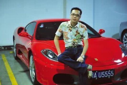 《【华宇娱乐注册官网】他32岁成首富,一天买6辆豪车》