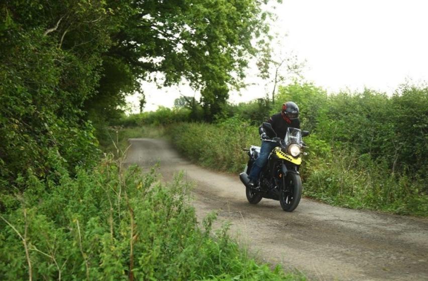 铃木摩托联手豪爵推160cc拉力摩托,单缸15马力家族脸设计-爱卡汽车爱咖号