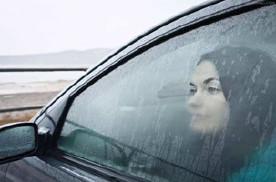 上车开暖风,挡风玻璃起雾,这个按键要打开