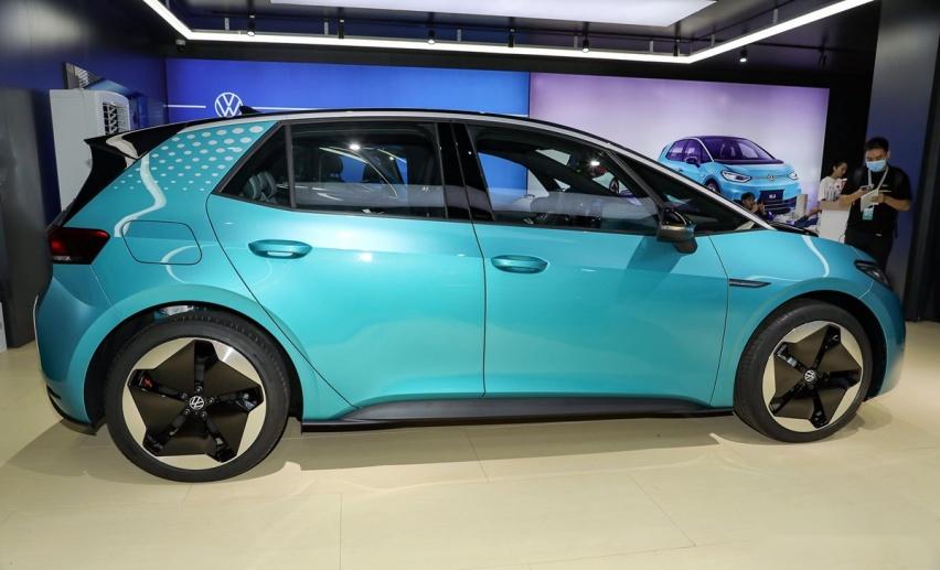 大众打造的全新两厢车,轴距超高尔夫,车标会发光,预计13万元起