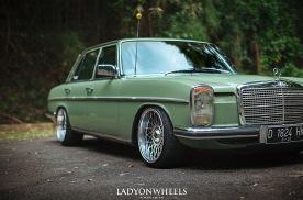 """这台1968年推出的奔驰E 如今看来依旧""""青""""雅脱俗"""