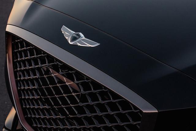 """现代打造""""小宾利""""!搭V6引擎+375马力,开出去比奔驰S级还气派"""