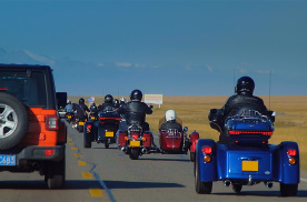 《最燃之路》独库公路第三集!80多万的哈雷摩托车,我遇到一群