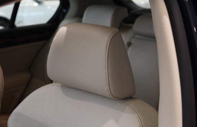 《【华宇娱乐注册官网】座椅靠枕不舒适?它的作用可不是用来靠的,了解它的用途不吃亏》