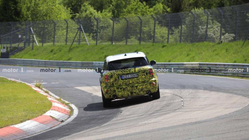 mini-countryman-spied-testing-at-the-nurburgring (4).jpg