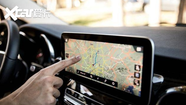 """长度1.4米,奔驰发布""""巨无霸""""屏幕,实体按键没""""活路""""了?"""