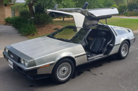 《回到未来》同款,1981年DMC DeLorean