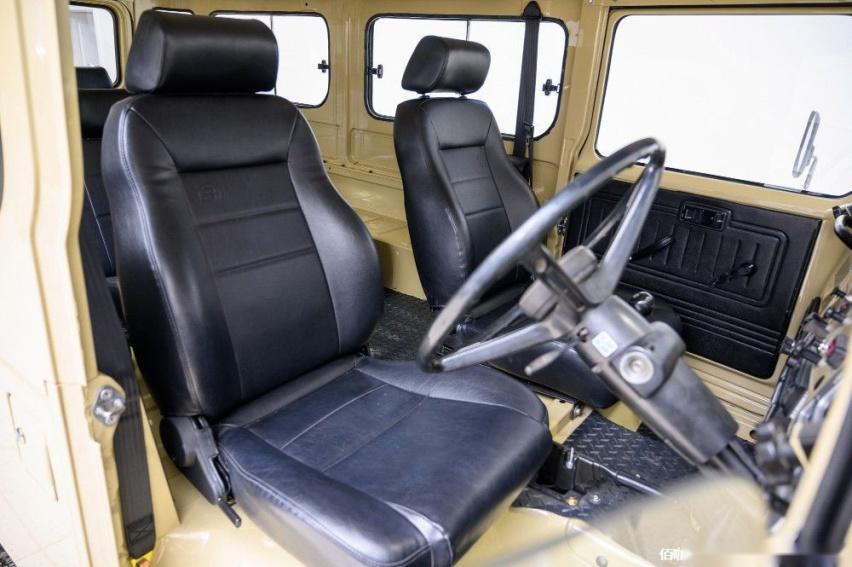 1980-toyota-land-cruiser-hj45-packs-modern-features-costs-more-than-a-lexus_6.jpg