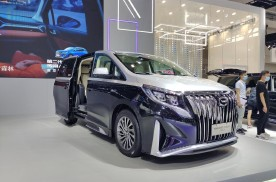 重庆车展热门车型十二——传祺M8四座版,更豪华更贴心!