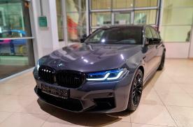 625马力性能怪兽,新款宝马M5实车,激光大灯四出排气很吸睛
