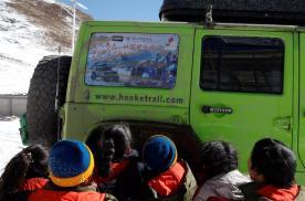 虎克之路开拓者,提前给玉树热永小学的孩子们送去新年礼物