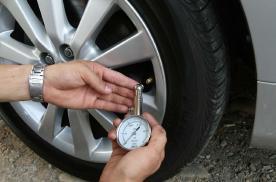 热天冷车胎压在多少合适?