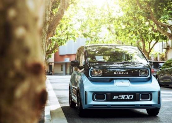 《【华宇注册首页】新宝骏E300怎么样?柳州车主说出用车感想:好用还智能》