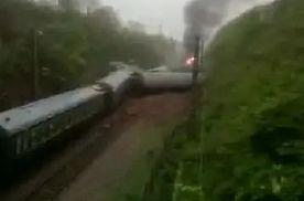 突发!T197次客运火车湖南境内遇塌方导致脱轨 多名乘客受伤