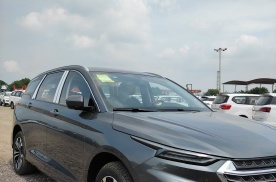 五菱又为奶爸造了一台车,长近4米9,双层隔音玻璃,28号开售