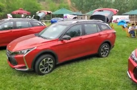 抢鲜看:东风风神奕炫GS侧面造型,双色车身经典运动设计