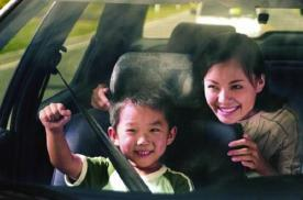大多数家长都不合格,小孩坐车姿势都不知道,看完后要改改了