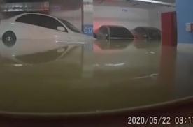 暴雨中,整个车库惨不忍睹,行车记录仪拍下了最后画面!