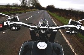 宝马摩托车开发手势操作系统,动动手指就能操控各项功能