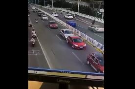 市区道路怎么防止追尾?看看这个连续追尾事故,吸取下教训!